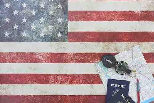 Bandera de EE.UU. y pasaporte americano